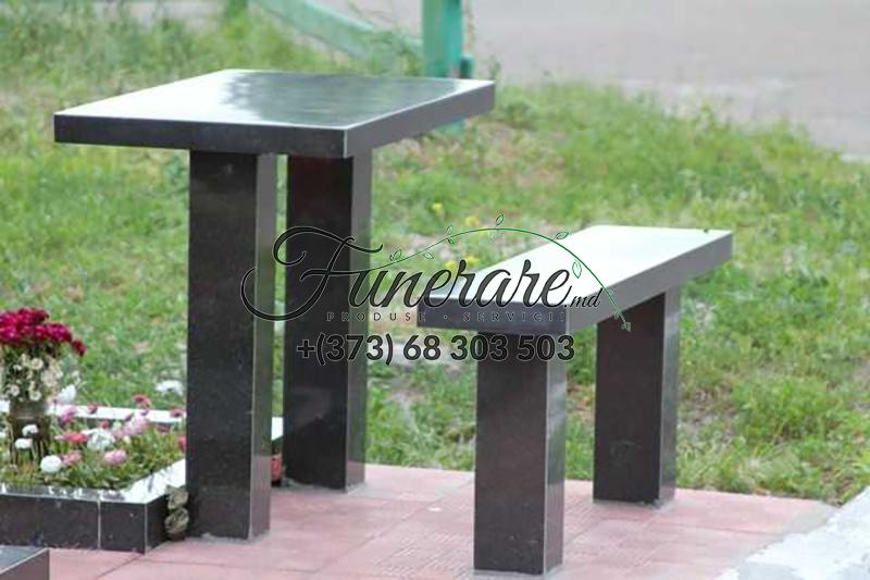 Столы и стулья из черного гранита на кладбище 0369