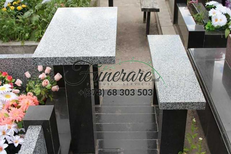 Столы и стулья из черного и серого гранита на кладбище 0373