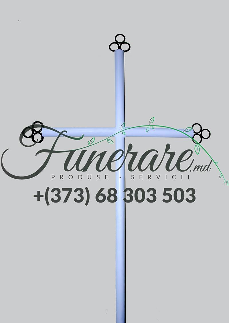 Mеталлический крест на кладбище 0380