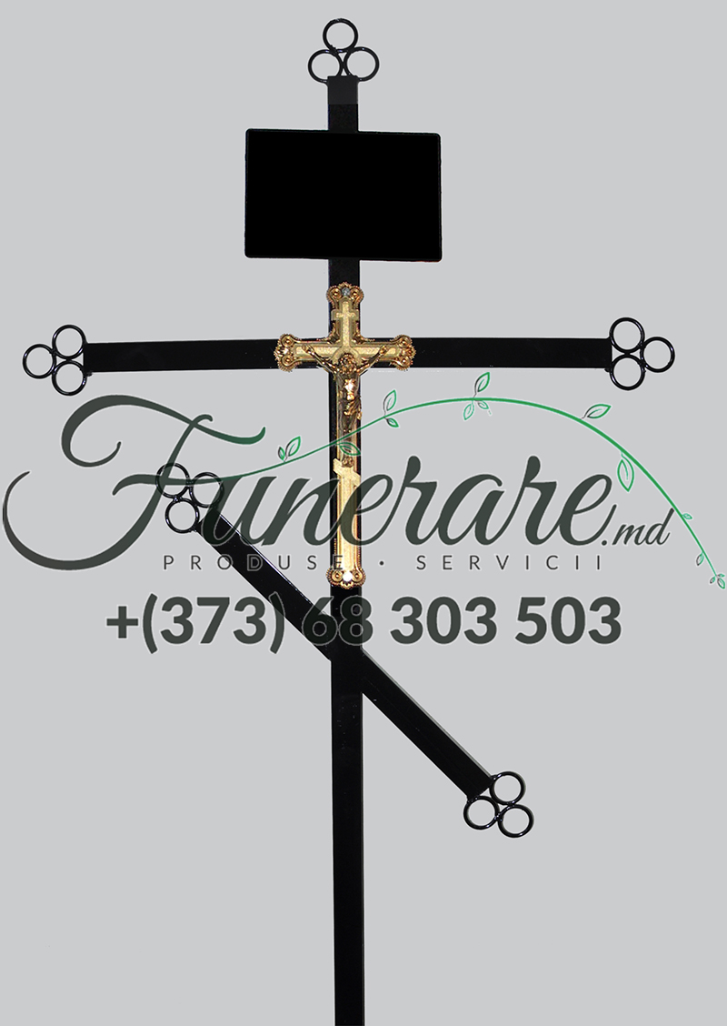 Cruci din metal la cimitir 0383