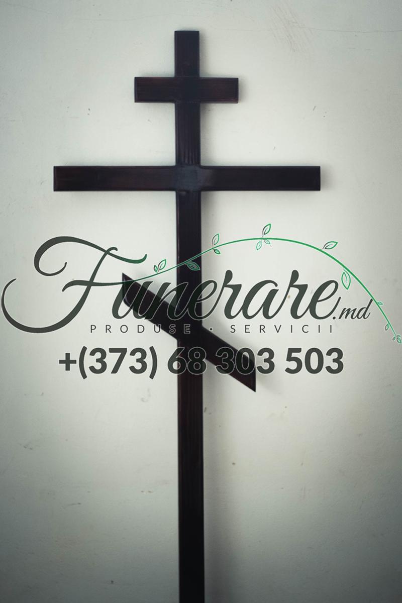 Cruci din lemn la cimitir 0387