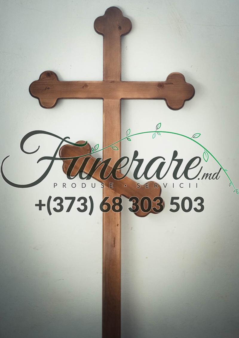 Деревянные кресты на кладбище 0389